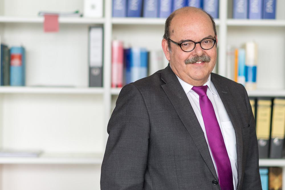 Justitiar Thomas Heilemann im Notariat Hamburg Veritaskai